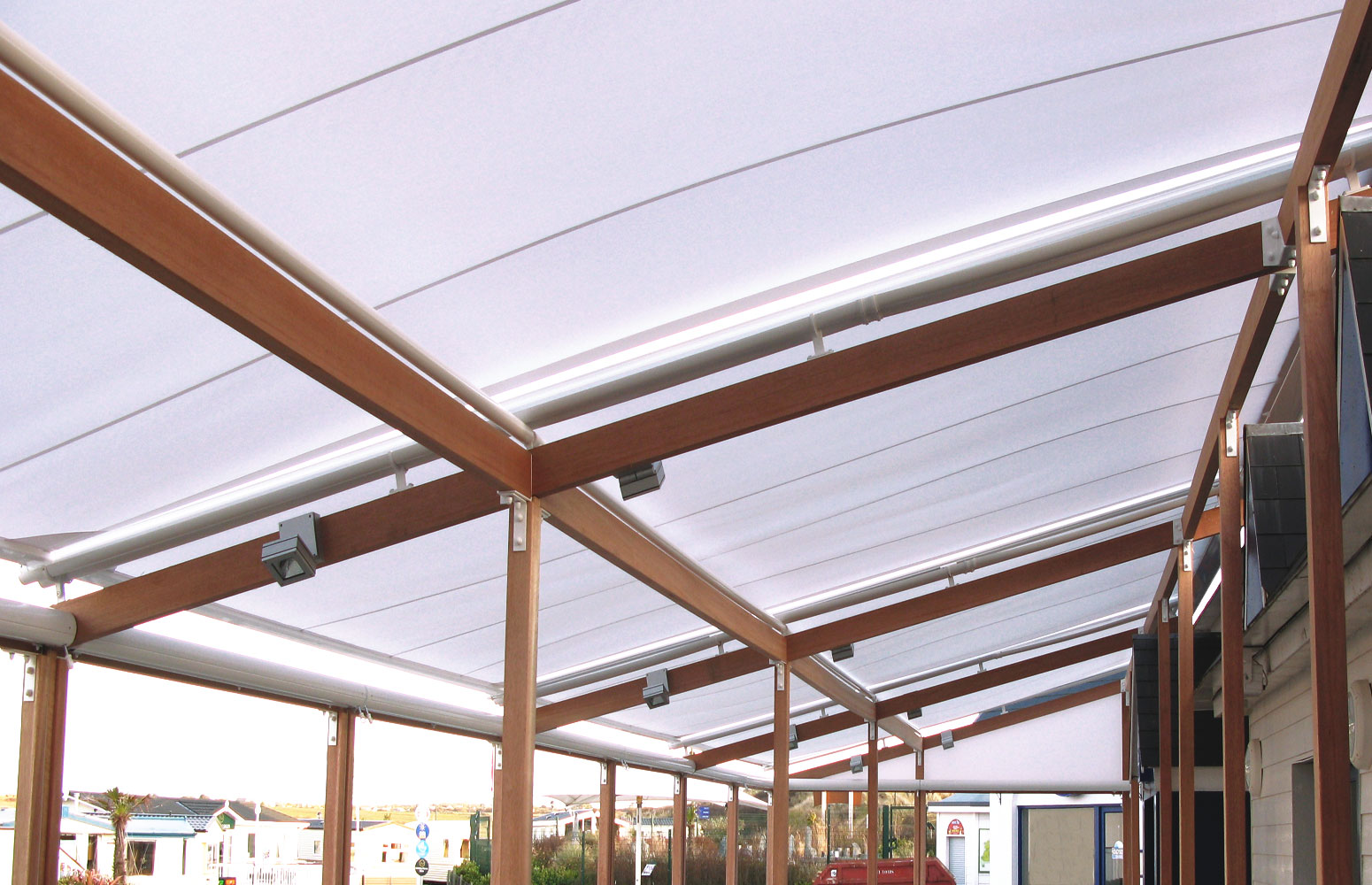 RETRACTABLE ROOFS & PERGOLAS
