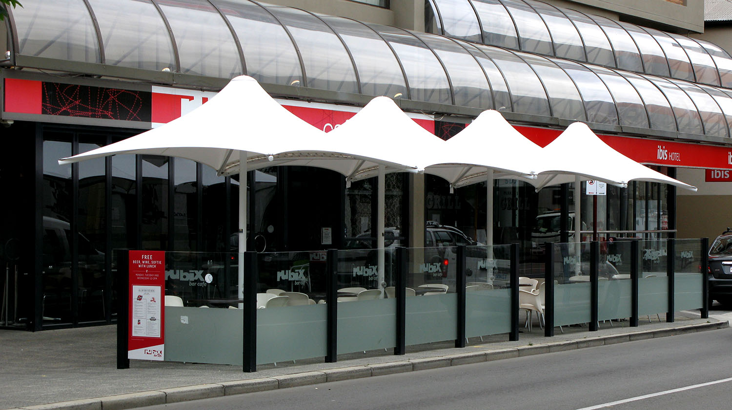 COMMERCIAL UMBRELLAS AND ARCHITECTURAL UMBRELLAS